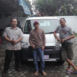 Foto Penyerahan Unit 5 Sales Marketing Mobil Dealer Daihatsu Lucky