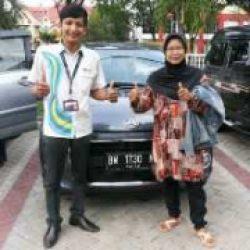 Foto Penyerahan Unit 5 Sales Marketing Mobil Dealer Daihatsu Pekanbaru Yudhi