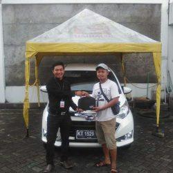 Foto Penyerahan Unit 5 Sales Marketing Mobil Dealer Daihatsu Penajam Idrus