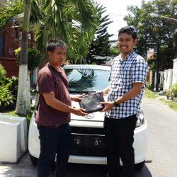 Foto Penyerahan Unit 5 Sales Marketing Mobil Dealer Daihatsu Surabaya Fajar