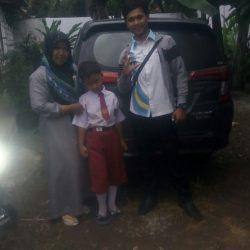 Foto Penyerahan Unit 6 Sales Marketing Mobil Daihatsu Asep