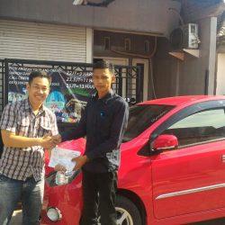 Foto Penyerahan Unit 6 Sales Marketing Mobil Dealer Daihatsu Jombang Stefanus