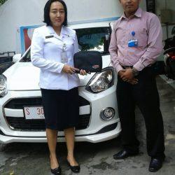 Foto Penyerahan Unit 7 Sales Daihatsu Rohman
