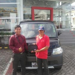 Foto Penyerahan Unit 7 Sales Marketing Mobil Dealer Daihatsu Penajam Idrus