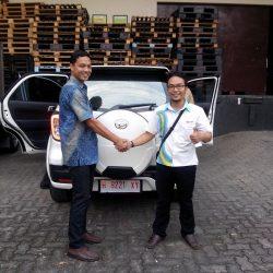 Foto Penyerahan Unit 7 Sales Marketing Mobil Dealer Daihatsu Semarang Arif
