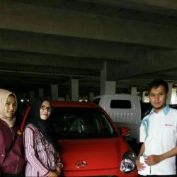 Foto Penyerahan Unit 8 Sales Marketing Mobil Daihatsu Asep
