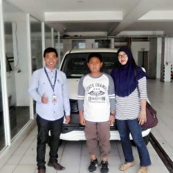 Foto Penyerahan Unit 8 Sales Marketing Mobil Dealer Daihatsu Penajam Idrus