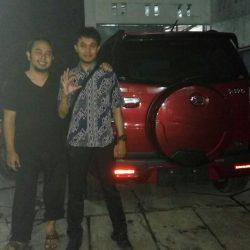 Foto Penyerahan Unit 9 Sales Marketing Mobil Daihatsu Asep