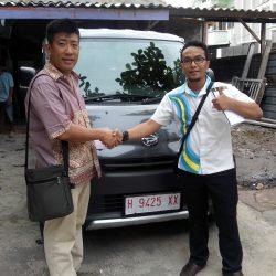 Foto Penyerahan Unit 9 Sales Marketing Mobil Dealer Daihatsu Semarang Arif