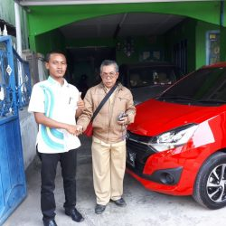 Foto Penyerahan Unit I Sales Marketing Mobil Daihatsu Wahyudi