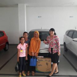 Foto Penyerahan Unit Sales Marketing Mobil Dealer Daihatsu Klaten Yuni (64)