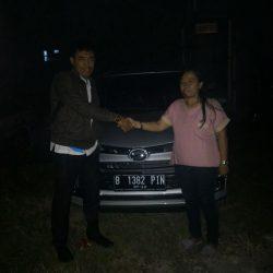 Foto Penyerahan Unit 2 Sales Marketing Mobil Dealer Daihatsu Tubagus