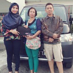 Foto Penyerahan Unit 3 Sales Marketing Mobil Dealer Daihatsu Ciledug Wiwin