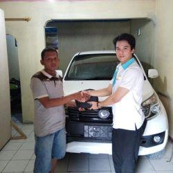 Foto Penyerahan Unit 4 Sales Marketing Mobil Dealer Daihatsu Cijantung Samuel