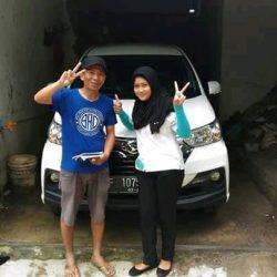 Foto Penyerahan Unit 4 Sales Marketing Mobil Dealer Daihatsu Shantika