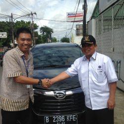 Foto Penyerahan Unit 4 Sales Marketing Mobil Dealer Daihatsu Tubagus