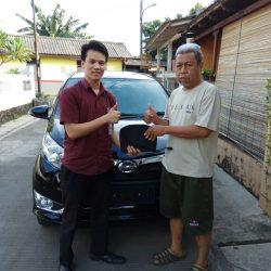 Foto Penyerahan Unit 6 Sales Marketing Mobil Dealer Daihatsu Cijantung Samuel
