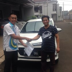 Foto Penyerahan Unit 6 Sales Marketing Mobil Dealer Daihatsu Tubagus