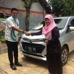 Foto Penyerahan Unit 7 Sales Marketing Mobil Dealer Daihatsu Tubagus