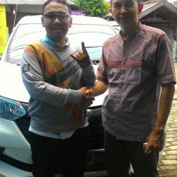 Foto Penyerahan Unit 8 Sales Marketing Mobil Dealer Daihatsu Depok Alan