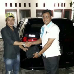 Foto Penyerahan Unit 8 Sales Marketing Mobil Dealer Daihatsu Tanjung Priok Yandri