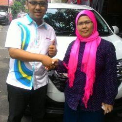 Foto Penyerahan Unit 9 Sales Marketing Mobil Dealer Daihatsu Depok Alan