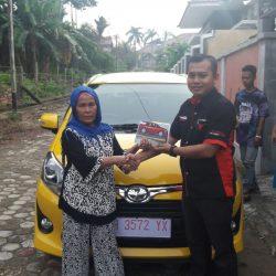 Foto Penyerahan Unit 1 Sales Marketing Mobil Dealer Toyota Jambi Numan