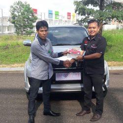 Foto Penyerahan Unit 2 Sales Marketing Mobil Dealer Toyota Jambi Numan