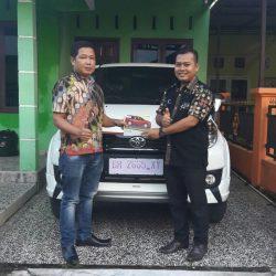 Foto Penyerahan Unit 3 Sales Marketing Mobil Dealer Toyota Jambi Numan