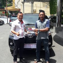 Foto Penyerahan Unit 4 Sales Marketing Mobil Dealer Toyota Jambi Numan