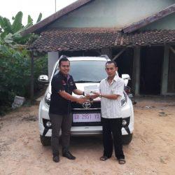 Foto Penyerahan Unit 5 Sales Marketing Mobil Dealer Toyota Jambi Numan