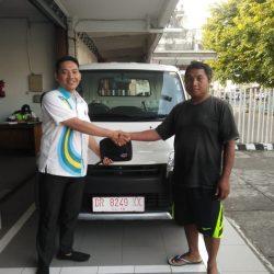 Foto Penyerahan Unit 2 Sales Marketing Mobil Dealer Daihatsu Johan