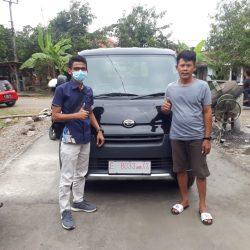 Foto Penyerahan Unit Sales Daihatsu Indramayu Hendy (2)