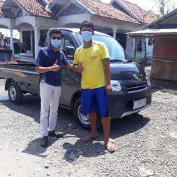 Foto Penyerahan Unit Sales Daihatsu Indramayu Hendy (4)
